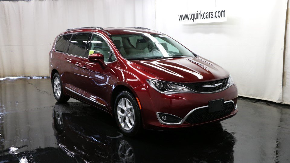 new 2017 chrysler pacifica touring l plus passenger van in marshfield d6026 quirk chrysler. Black Bedroom Furniture Sets. Home Design Ideas